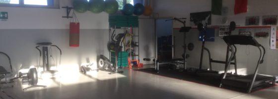 Palestra pesa ed attrezzi per affinare l'allenamento